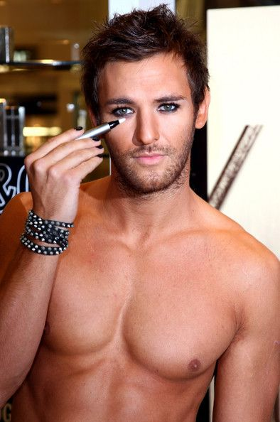 London Beauty Queen: Makeup for Men... a do or a don't?    http://renegadechicks.com/bizarre-beauty-yoko-onos-makeup-tips-for-men/#sthash.zntns0Gd.dpbs
