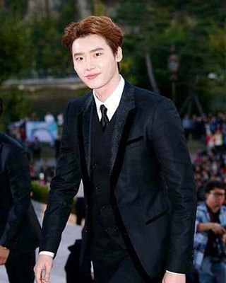 """【Evening JSHINE】20161007  Like a river flows Surely to the sea Darling, so it goes Some things are meant to be Take my hand, Take my whole life, too For I can't help falling in love with you ----""""Can't Help Falling In Love"""" by Elvis Presley  cr:logo  @jongsuk0206 #이종석 #leejongsuk #李钟硕 #李鍾碩 #イジョンソク #cute #bestoftheday #actorjongsuk #kdrama #jongsuk #kpop #koreanactor #kdrama #pinocchio #dalpo #withJS #doctorstranger #parkhoon #school2013 #namsoon #ihearyourvoice #sooha #loveu #thefacereaders…"""