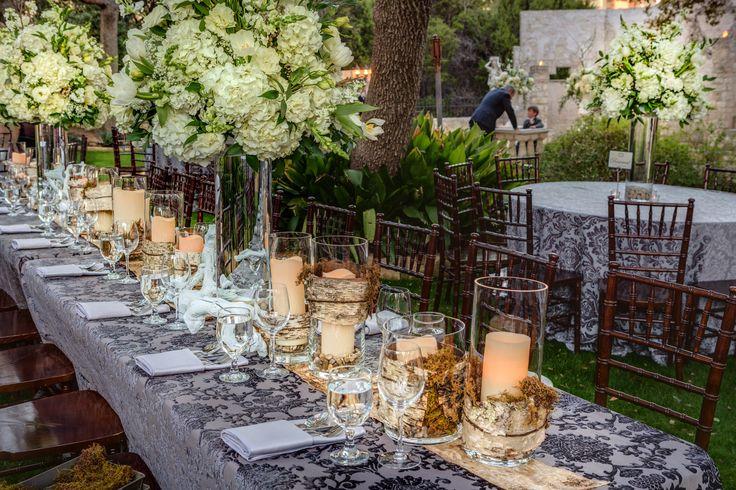 Liv by Design | Hyde Park Photography | Flora Fetish | Vista on Seward Hill | Hill Country Wedding | Blue Linens | White Hydrangea Centerpiece