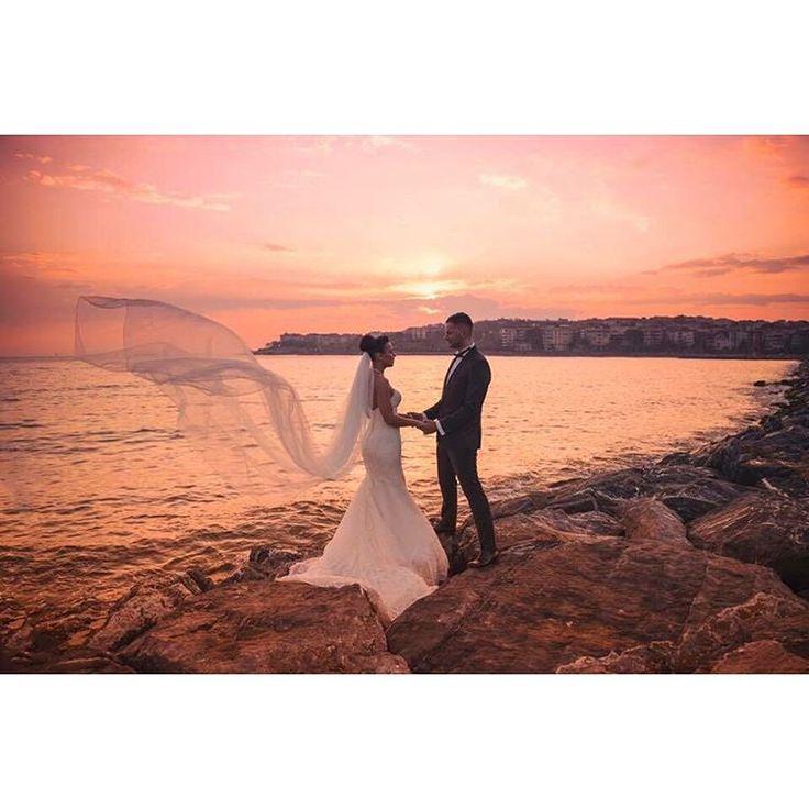 Düğün günü öncesinde ya da sonrasında çekim tercih ederseniz. Kumsalda koşabilir, taşların üstünde hoplayıp zıplayabiliriz mesela�� #photooftheday #engagement #nişan #yemekfotoğrafçılığı #yemekfotografciligi #düğün #dugunfotografcisi #dugun #gelin�� #damat #dışçekim #groom #bride #bridal #love #aşk #aile #family #productphoto #igers #weddingphotography #ürünfotoğrafı #sundown #sunset #günbatımı #ig_global_life http://turkrazzi.com/ipost/1521133313884254584/?code=BUcJrCOFXF4