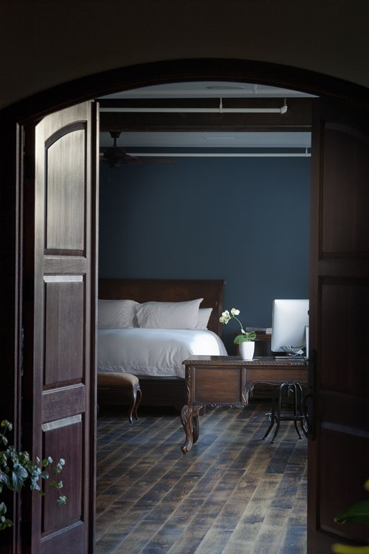 Delos - Acoustic-damping walls and windows keep out sirens and sidewalk shouting, and blackout shades do the same for sunlight and street lamps.  Also, a sleep garden full of lavender and night-blooming jasmine releases calming scents from their most natural source.