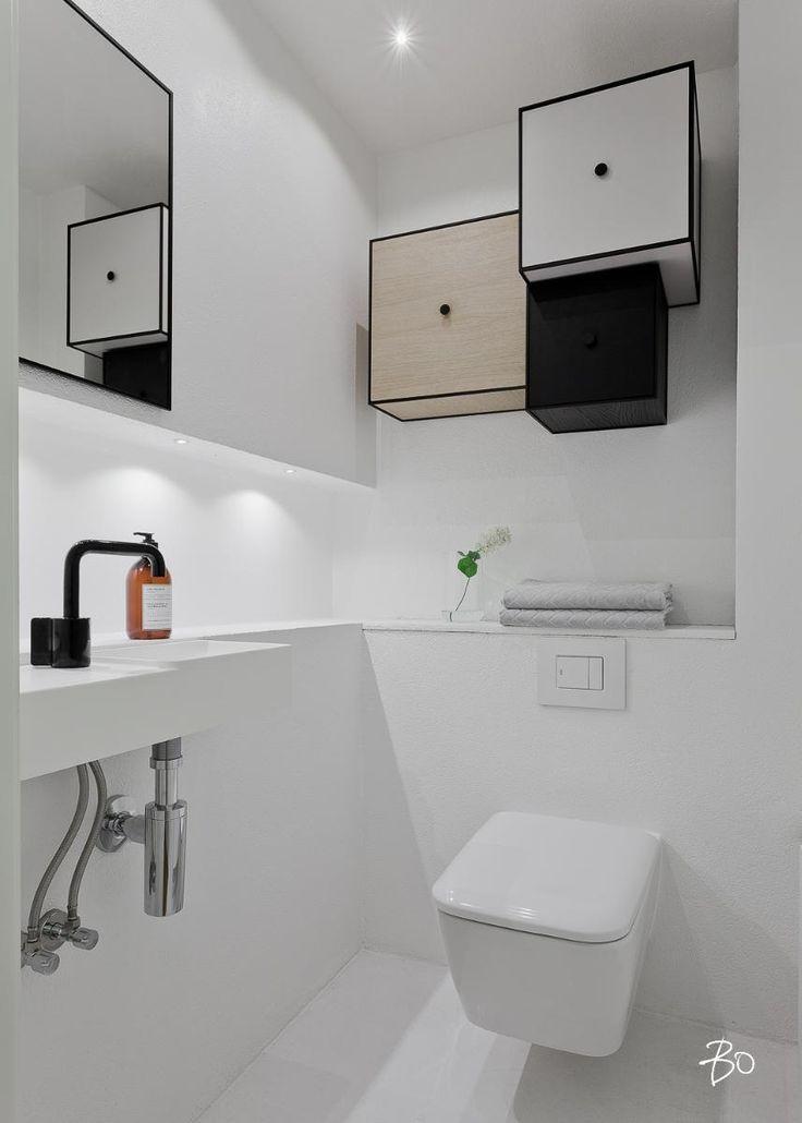 Tämän kodin kylpyhuoneisiin on todella panostettu, ne on remontoitu henkimään tyylikästä spa-tunnelmaa. WC:n seinällä ByLassenin kuution muotoiset kaapit.