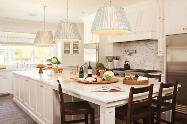 Marble, marble, marble: Islands Design, Large Islands, Dreams Kitchens, Kitchens Ideas, Kitchens Islands, Modern Kitchens, White Cabinets, Big Islands, White Kitchens