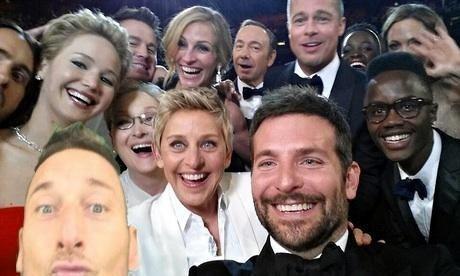 Gwiazdor AS Romy zrobił sobie selfie ze sławnymi aktorami podczas Oskarów • Francesco Totti cyknął fotkę z gwiazdami filmu • Zobacz >> #totti #memes #football #soccer #sports #pilkanozna #funny