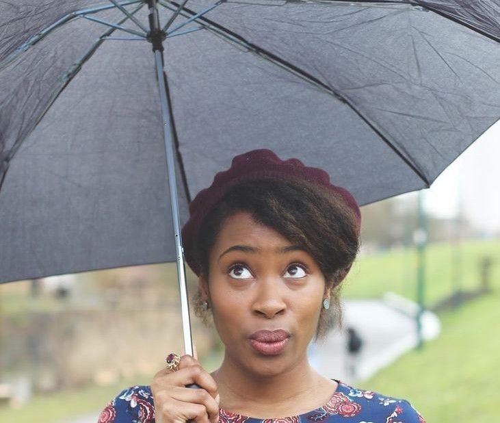 Pluie, lavages et humidité sont les principales responsables du shrinkage des cheveux afro. La rédaction de Mon Coiffeur Afro vous détaille le phénomène