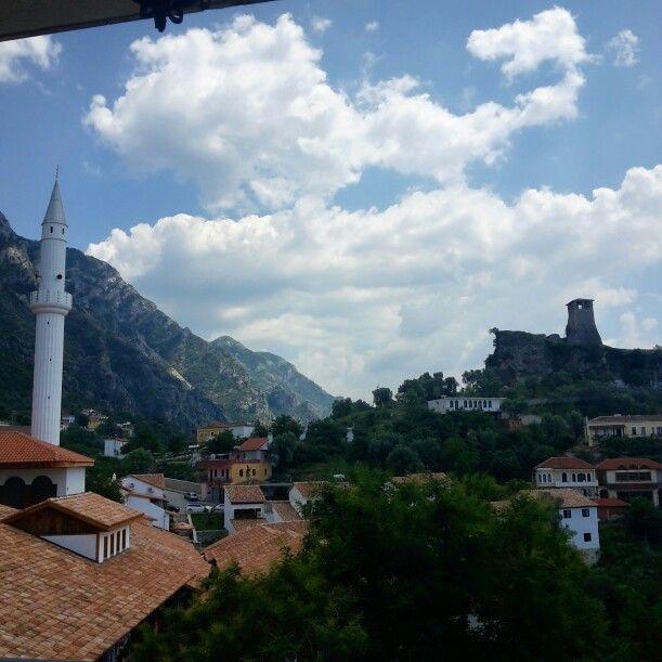 Krujë città delle fonti situata nei pressi di alte montagne e ricca di acque che scendevano in città  #ridieassapori #myalbaniaexperience #igersalbania #igerstirana #europe #travel #experienceblog #instagramalbania #visitalbania #expo2015 #travel
