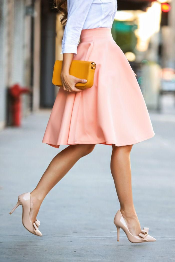 This is just loooovely!!!!!  Peach skirt, sky blue blouse, yellow clutch and cute nude pumps with a bow!!!