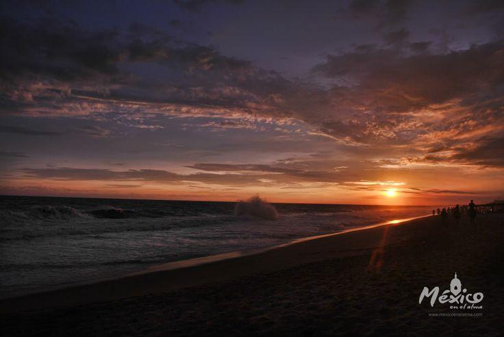 #MexicoSeContempla con sus hermosos atardeceres en una de las playas mas conocidas, #Acapulco #Guerrero.