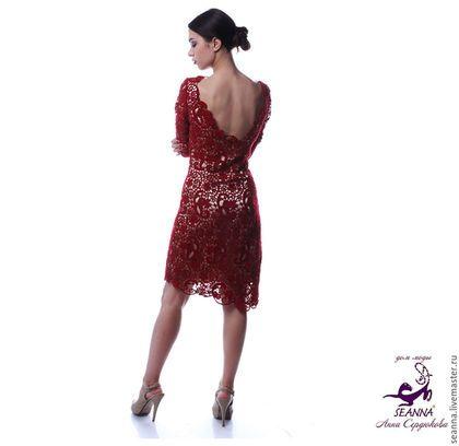 Купить или заказать Платье кружевное 'Бордо' из вязаного шерстяного кружева в интернет-магазине на Ярмарке Мастеров. Роскошное платье из коллекции 'Цветок Любви'- из шерстяного вязаного кружева на подкладке из шелка цвета nude. Фото не передает всей глубокой яркости и красоты платья. По индивидуальным меркам возможно выполнение в любых размерах и цветах. Можно создать отдельно юбку и топ-блузку прилегающего силуэта. Платье очень трудоемкое, срок вязания 1,5-2 месяца.
