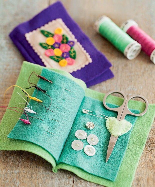 Faça você mesmo lembrancinhas para dar de presente. Esse mini kit de costura é uma graça e fácil de fazer.