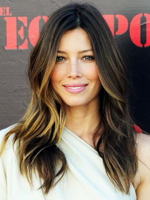 Craving #ombre locks? JessicaBiel does it better than anyone, with perfect blonde highlights mixed in among her dark brown