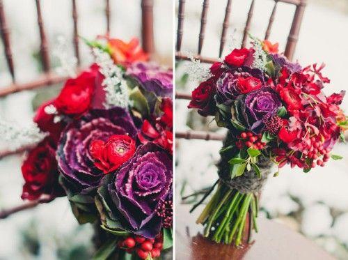 bouquet de mariée,bouquet-botanique,le bouquet du vendredi,fleurs de saison,bouquet d'hiver,mariée 2012,mariée,bouquet boho-chic,freesias orangés,callas noirs,choux décoratifs violets,baies d'eucalyptus argenté,renoncules rouges,baies rouges et feuilles d'un houx non piquant,baies de skimmia,gloriosa rouge vif,taylor swift,red: