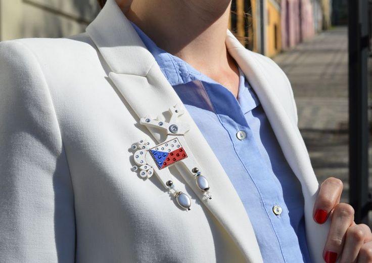 Zajímavý detail dodá Czechiella i klasickému bílému saku.