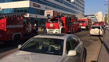 Пожарные машины скопились на Водно-зеленом бульваре в Астане