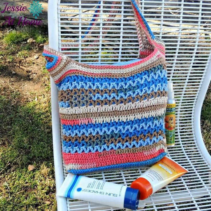 This coral and blue Coastal Paradise Beach Bag is the perfect beach-going accessory - with an easy over-the-shoulder design and a color scheme reminiscent of coral along the ocean's floor, it's easy to see why.