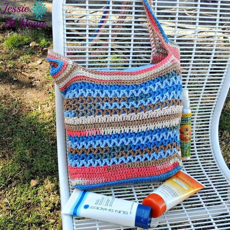 Coastal Paradise Beach Bag | AllFreeCrochet.com