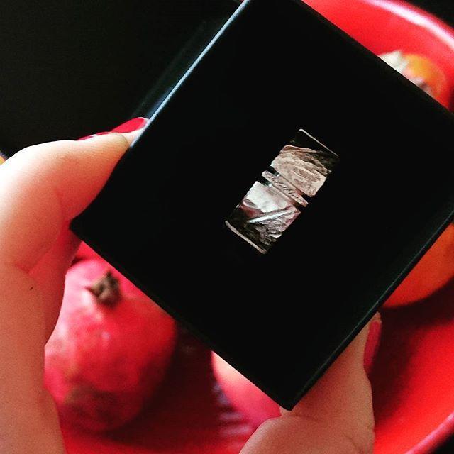 En av mina personliga favoriter, maffiga KLINGA, handarbetad av mig i klassiskt silver. Se mer av Alv Designs rustika kollektioner i webbutiken  www.alvdesign.se
