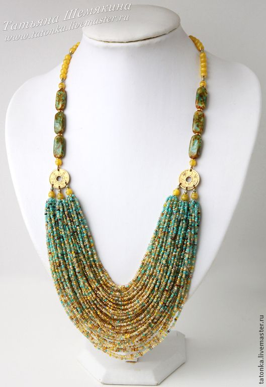 I love the colour grading of this necklace