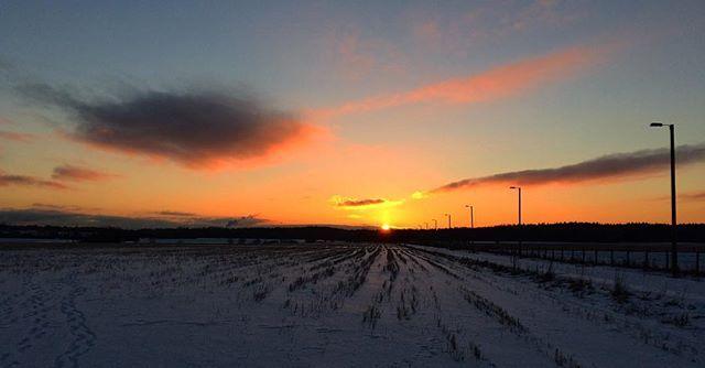 No need to say goodbye | . . . #sunrise_sunsets_aroundworld #sunset #taivas #auringonlasku #maisema #loves_finland #loves_nature #ig_finland #yleluonto #suomenluonto #pocket_allnature #fiftyshades_of_nature #total_sky #total_finland #lovelyfinland #finland_photolovers #be_one_nature #ig_week_finland #srs_nature #fotofanatics_alltags_ #igscandinavia #eveningsky #forecasuomi #munympäristö #suomi100vuotta #finnishmoments #skyline #bns_finland