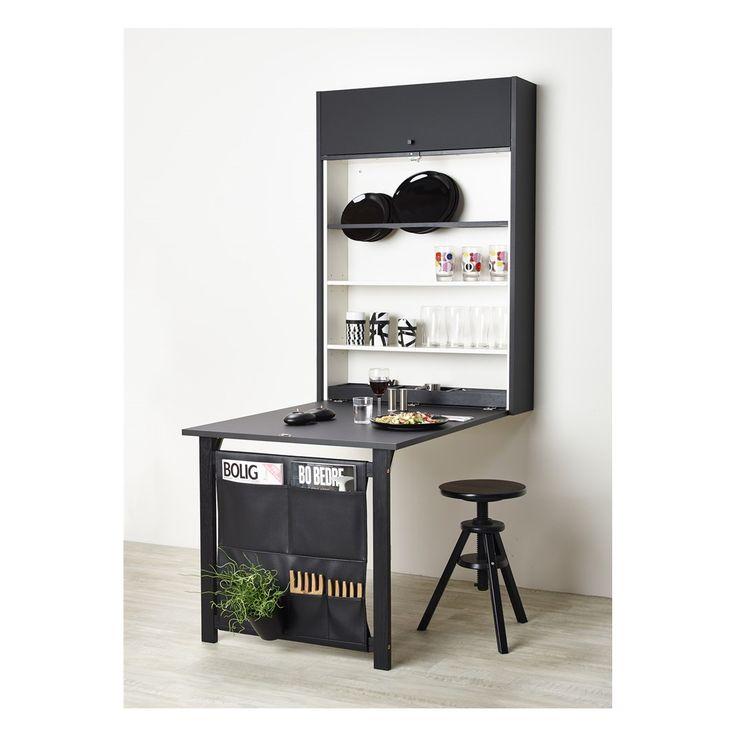 Table ID giver mulighed for spiseplads eller kontorplads, hvor kvadratmetrene er få. Det kan eksempelvis være i lejligheden, sommerhuset eller børneværelset.  Højden på Table ID er 124,8 cm, bredden er 80 cm og dybden er 22 cm.   Længden på bordpladen er 97,2 cm. Siddehøjden er som alm. spisebord – 72 cm.   Totalhøjden fra underkant ben til overkant skab er 195,1cm.  Delene • Ophæng til vinglas (leveres kun ved spiseplads indretning) • Liste påmonteret lås (synlig når Table ID er lukket) •…