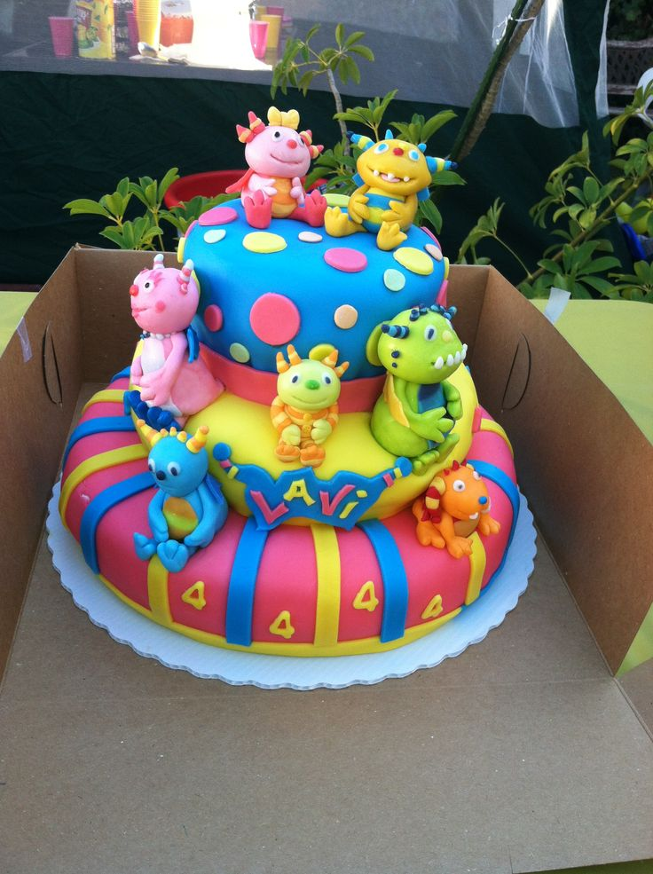 Henry Hugglemonster cake where it say Lavi it needs to say Lucas and where the 4s are it need to be 1s.
