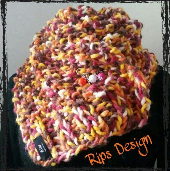 Rips Design Sciarpa multicolor  chiusa da spilla con ciondoli Pagina Facebook : Rips Design