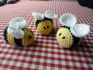 Download Fuzzy Little Bees Amigurumi Pattern (FREE)