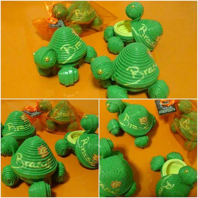 Tortuguitas recordatorios     ENCARGO. De 10 tortuguitas, recordatorios fin de clase. Gracias a todos los que apoyáis mi trabajo, sin ustedes esto no sería posible.