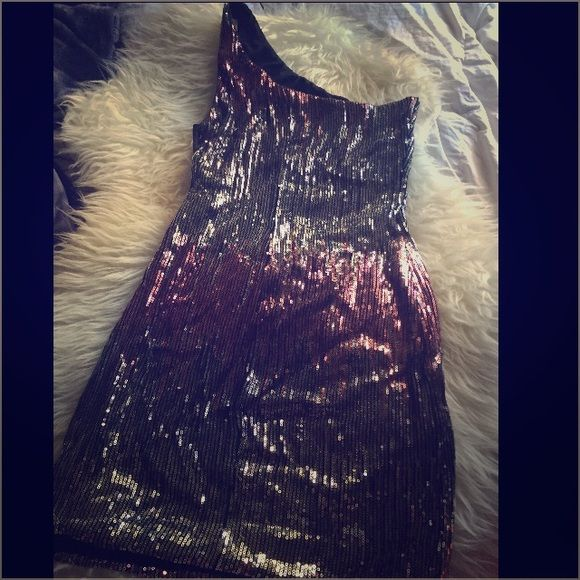 Sz.M Sparkly Love Reign dress EUC like new! Pre loved super fun pretty hot body con one should Sz.M Sparkly Love Reign dress. Pink & Silver sparkles. Love Reign Dresses Mini
