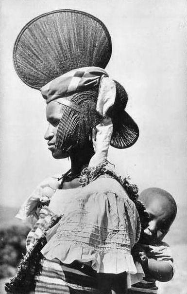 Foulah woman and child from Guinea. Africa ||| Scanned vintage postcard; published by Hoa-Qui