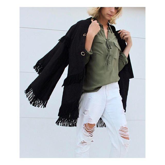 When a regular coat just won't do 🔛🔝 @steviemay_byronbay #denimxheelscreative ⠀⠀  .⠀⠀  .⠀⠀  .⠀  .⠀⠀  .⠀⠀  #fashion#stylist#instafashion#instastyle#fashiongram#styleguide#fashionconsultant#creative#australianfashion#australianstyle#fashiondiaries#style#fashioninfluencer#mystyle#ootd#stylediaries#denim#khaki#equipmentfr#steviemaybyronbay#steviemay#denim#streetstyle#sassandbide#fringing