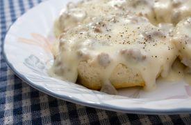 Easy Biscuits and Gravy | RecipeLion.com