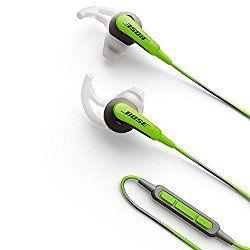 Bose SoundSport インナーイヤーヘッドホン スポーツ用・防滴仕様 iPhone・iPod・iPad対応リモコン・マイク付き グリーン SoundSport IE IP GR おすすめ度*1 ウィングタイプのインナーイヤー型イヤホン。没入感はそこそこだが、音漏れは大きめ。このタイプはねじり込むように耳に入れると装着性が高まる。そうして装着するとウィングが耳のへこみに嵌まるのでぴったりフィットし、しかもウィングがほどよいテンションを加えて耳に入りすぎない。 【1】外観・インターフェース・付属品 付属品はイヤーピースの替えとキャリイングケース。ケーブルのタッチノイズはなく、没入感を高め…