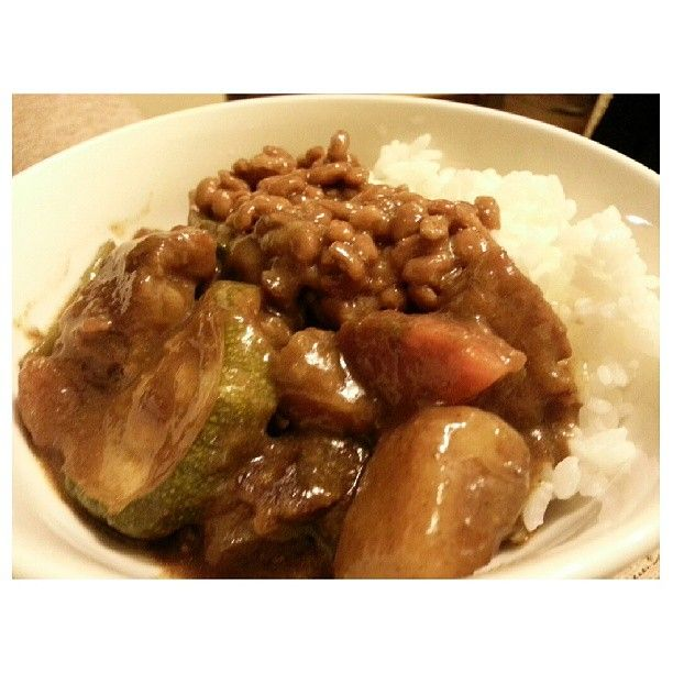 #nattou #curry w/ #beef #vegetables for #dinner #yummy #japanese #food #philippines #納豆カレー 初めて食べたけど美味しいね。#納豆 #カレー #晩ごはん #フィリピン