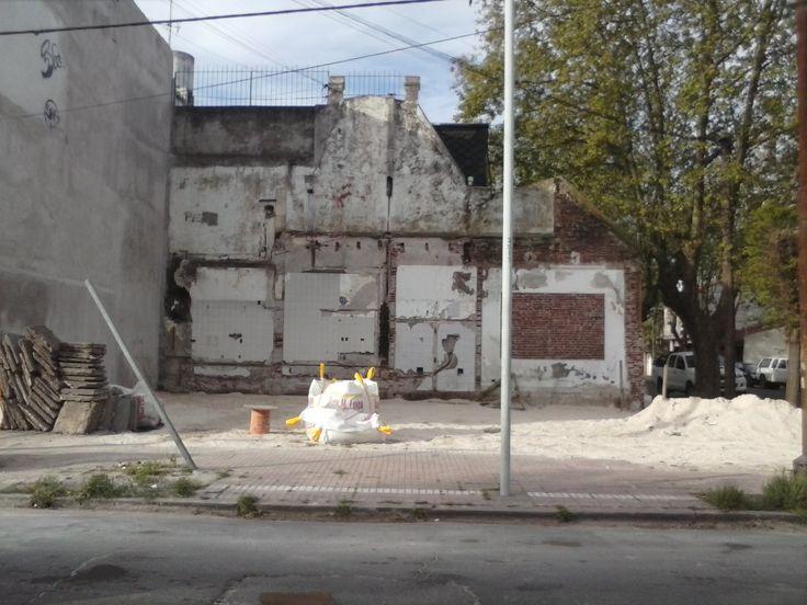 Luego de la demolición realizada por la Municipalidad de Gral. Pueyrredon, para prevenir el uso de la propiedad para actividades ilegales. 11 de Septiembre esq. España - Mar del Plata - Buenos Aires - Argentina