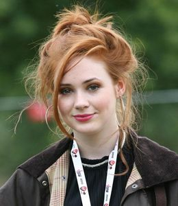 Karen Gillan hair, height, boyfriend, drunk, feet, fakes, pictures