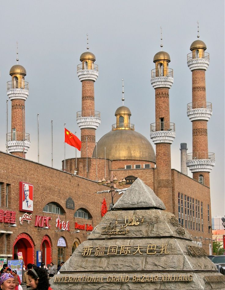 Erdaoqiao Mosque at grand bazaar in Urumqi, Xinjiang, China