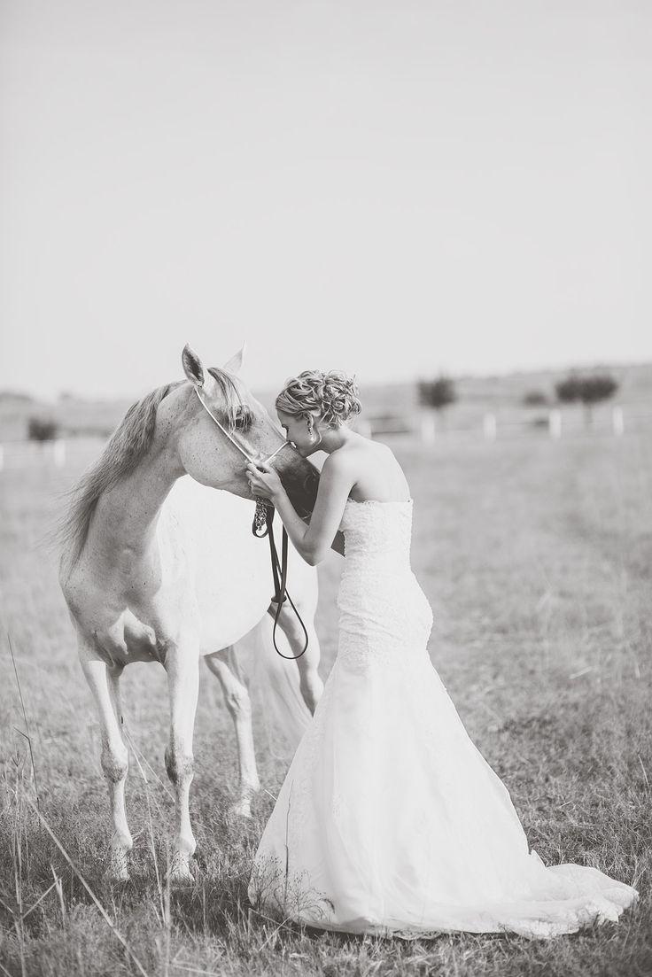 Horse love photo-rustic wedding