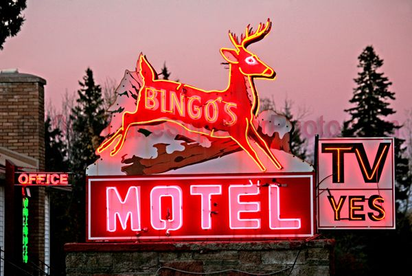 carteles luminosos de motel neon sign viajar travel mirquechulo