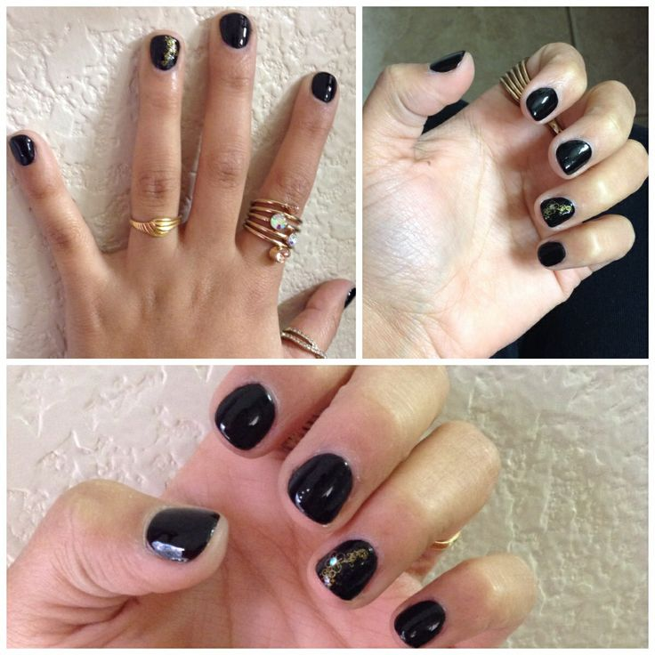 Chic Black nails with a touch of Gold!