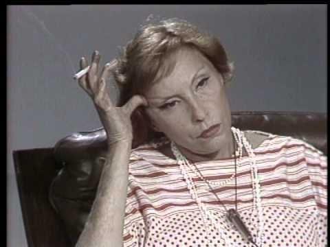 """""""Panorama com Clarice Lispector"""" - Além da entrevista da escritora para Júlio Lerner, pouco antes de morrer, o especial traz ainda depoimentos de admiradores de Clarice."""