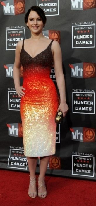 Oh my goodness, Jennifer Lawrence is the Girl on Fire. :-D  I ADORE that dress!