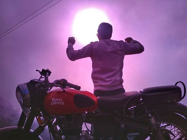 This needs no caption.  #Kedygraphy #sun #sky #skycolors #beautyful #amazingday #bulletlovers #royalenfield #featured #like4like #thisisme #offroad #trip #adventure #uttarakhand_photography #uttarakhand