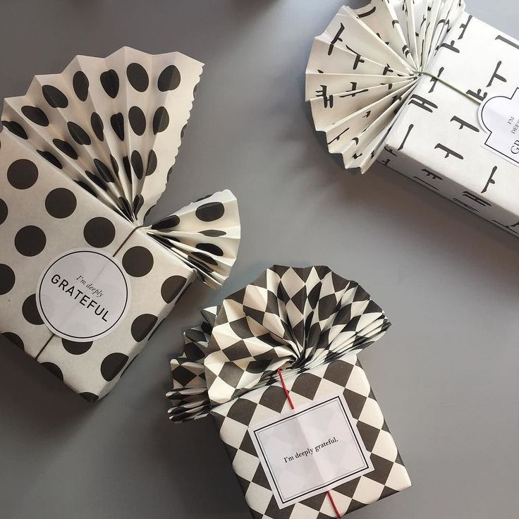 Black and white graphic-patterned gift wrapping by byeon_na