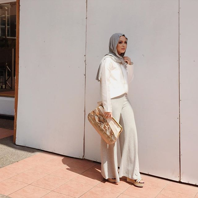 SnapWidget | Just finished fitting at @innaigroup for their #klfw2015 show tomorrow. Can't wait to show you my pick! (Wearing Heather Feather Jersey @duckscarves, @aere Carina top, @klutchedbags Ceylon clutch and FV BASICS basic palazzos launched today, all @fashionvaletcom) #fvootd #duckscarves #wearaere #klutched