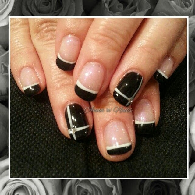 #classy #blackandwhite #frenchtip and #blackfeature#surmanti #gelpolish #classy #midnight #surmanti #sheerpink  #gelicious #canwestillbefriends #whitelines #freehand #internetinspired #verychanelithink #happyclient #annannails