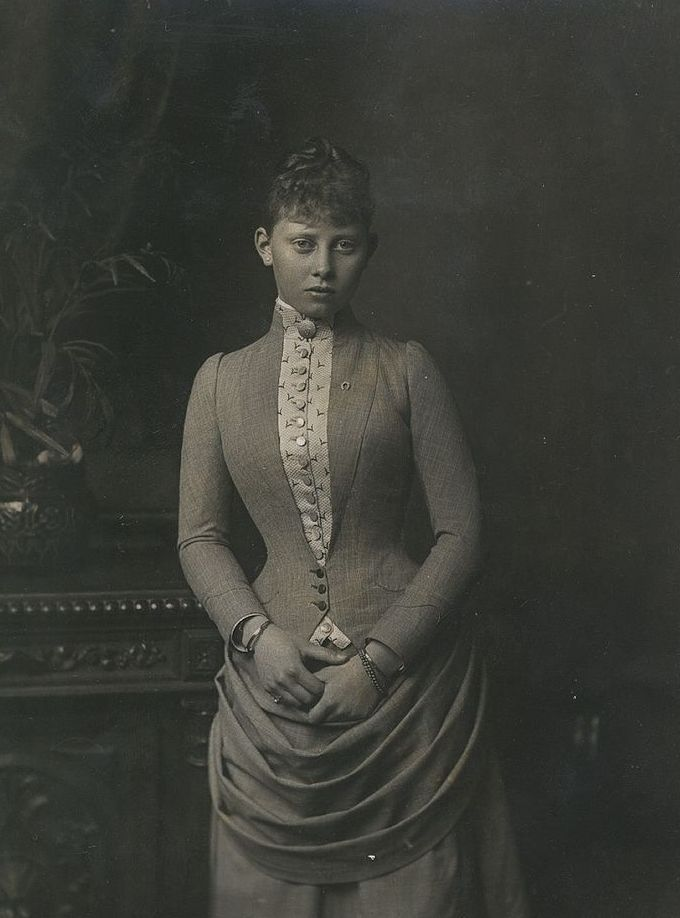 "Photo by Unknown Artist of Princess Margaret ""Mossy"" (Margarete Beatrice Feodora) (22 Apr 1872–22 Jan 1954 age 81) Germany marr 25 Jan 1893 Prince Frederick (Frederick Charles Louis Constantine) (Friedrich Karl Ludwig Konstantin) (1 May 1868–28 May 1940 age 72) Hesse. 8th Child of King Frederick III ""Fritz"" (1831-1888 age 56) Germany & wife 1858 Princess Victoria-Vicky Adelaide (1840-1901 age 60) UK."