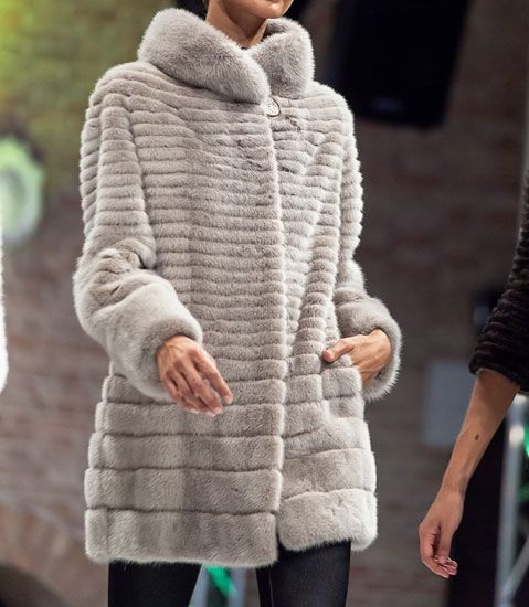 Long fur clear with high collar