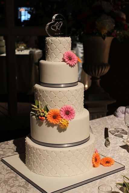 wedding cake pictures with gerbera daisies 17 best ideas about quilted wedding cakes on 23449