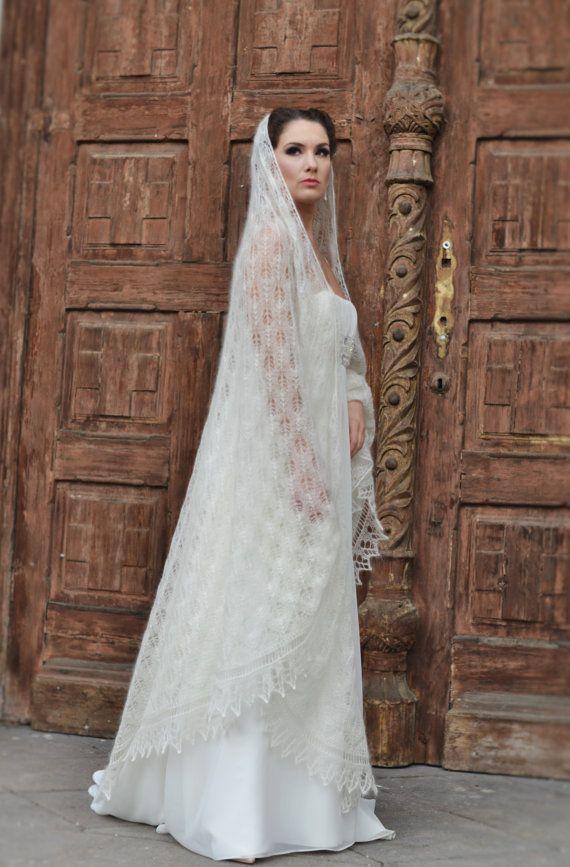 Handknitted-bruidssluier Ivory veters Wrap door IvetaStasiulioniene